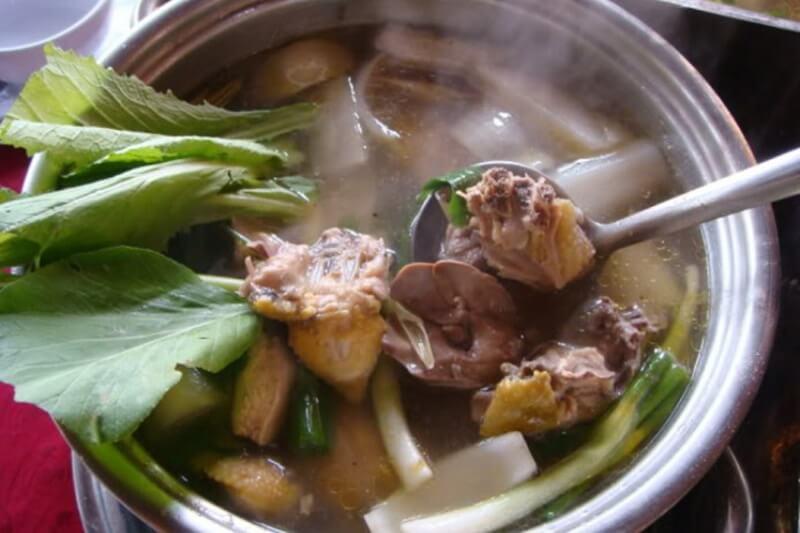 Cách nấu lẩu gà hầm sả thơm ngon đậm đà